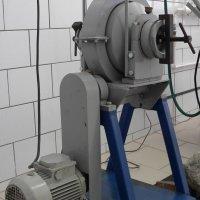 Лаборатория гравитации.Мельница шаровая лабораторная с поворотной осью  предназначена для работы только в периодическом режиме.