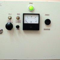 Лаборатория сухой магнитной и электрической сепарации. Пульт управления электромагнитного валкого сепаратора ЭВС-10/5.